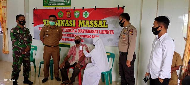 Muspika Glumpang Baro melakukan Pantauan Vaksinasi massal di Pukesmas Glumpang Baro