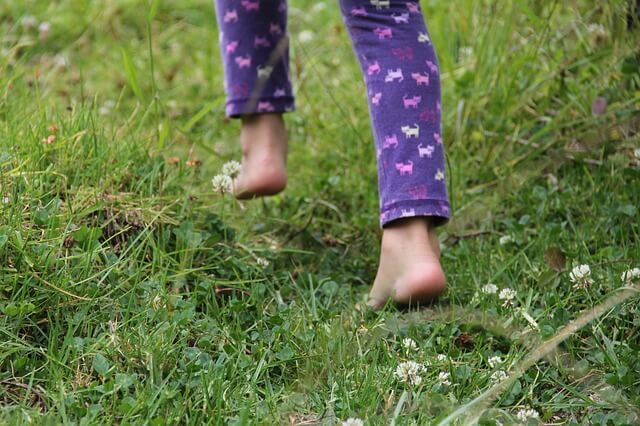 Walk Barefoot for 5 Mins a Day, See What Happens to Your Body
