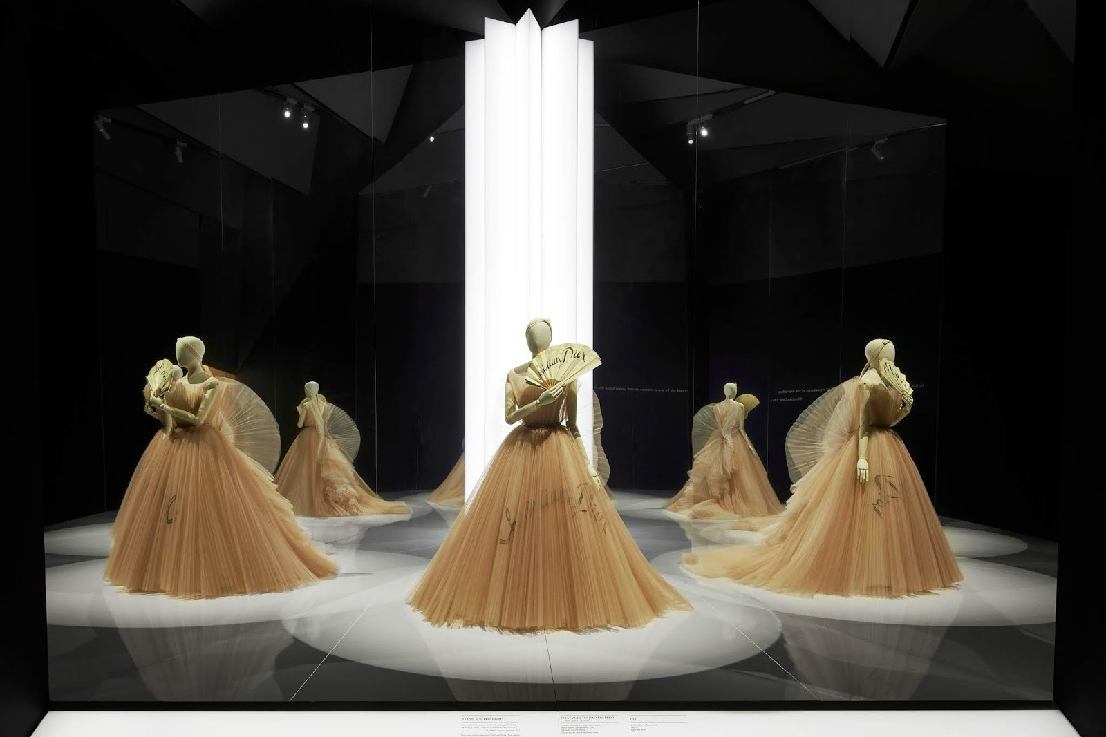 V&A_Christian Dior Designer of Dreams exhibition_Ballroom section (c) ADRIEN DIRAND