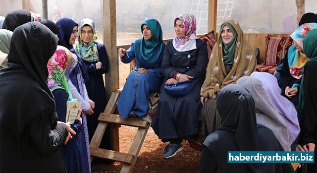 DİYARBAKIR-Diyarbakır Kayapınar Belediyesi Belediye Başkanı Mustafa Kılıç'ın talimatı ile Kayapınar İlçe Müftülüğüne bağlı Tepeşehir Neriman Can Yatılı Kız Kur'an Kursu'nda öğrenim gören 40 kız öğrenci ve usta öğreticilere yönelik Eğil'de bir etkinlik düzenlendi.