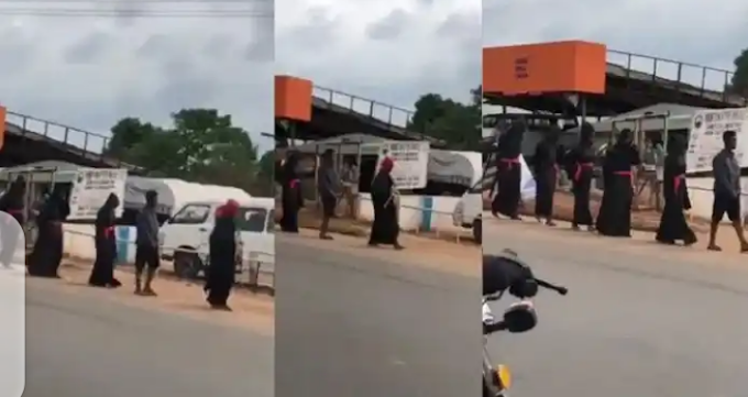 Suspected yahoo boys cause stir as they march round Auchi clad in black robe (Video)