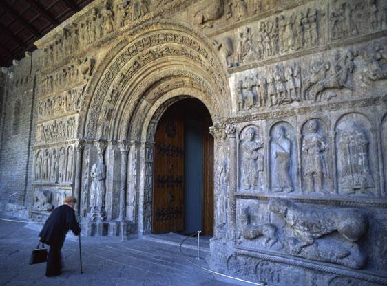 El monasterio de Santa Maria de Ripoll es una obra capital tanto del Románico catalán