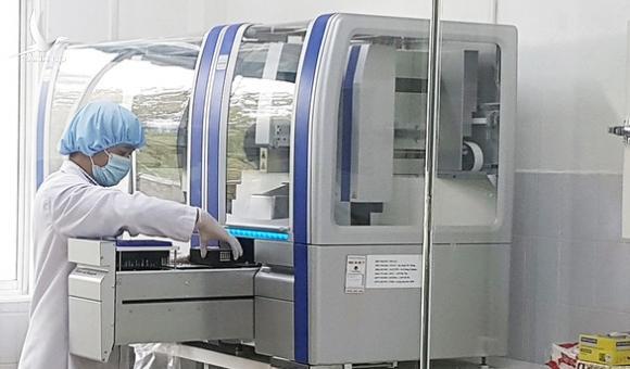 Ít nhất 6 tỉnh thành mua máy xét nghiệm giá 5,9 – 8,4 tỉ, liệu có sai phạm như Hà Nội?