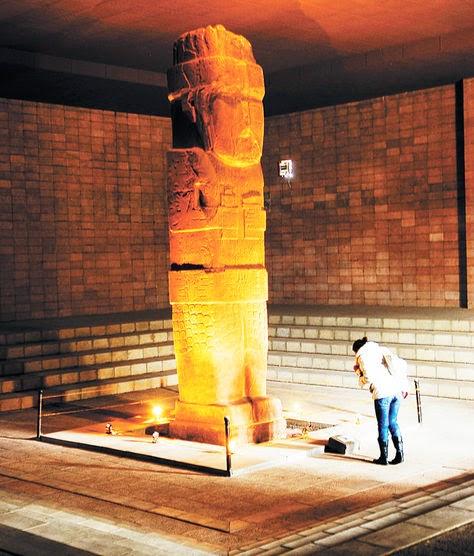 """Imagem de Pachamama, divindade dos aymaras, conhecida como """"Monolito Bennett"""""""