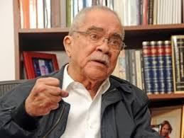 Designan calle de Santiago con el nombre del veterano periodista Radhamés Gómez Pepín