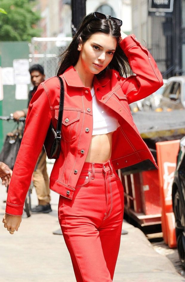 Kendall Jenner Cuts a Hot Figure in Awesome Outfit