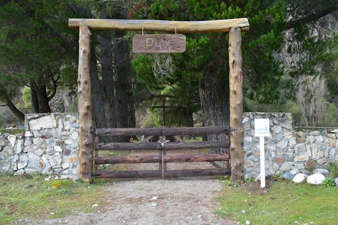 Lago Puelo. Continúa la puesta en valor del cementerio local