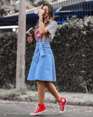 Look's com tênis vermelho