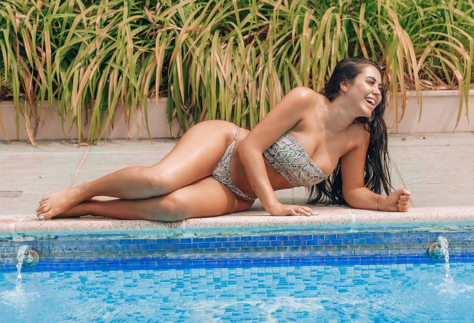 Marnie-Simpson-was-spotted-in-a-snakeskin-bikini-in-Naples.-c6qm2v774a.jpg