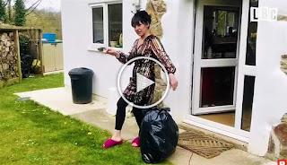 Нова мода: Жени изхвърлят боклука облечени, като принцеси (ВИДЕО)