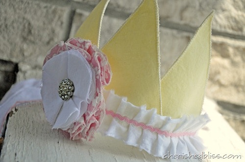 Tutorial to make a fabric birthday crown