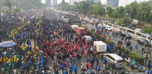 Demonstrasi Dan Kerusuhan Semalam Hasilkan 20,2 Ton Sampah, Ratusan Petugas Kerja Keras