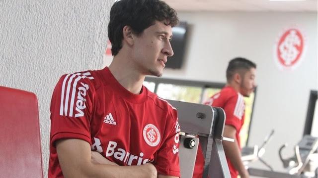 Volante ainda se recupera de lesão Foto: Ricardo Duarte / Inter