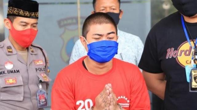 Tangan Diborgol, Penghina Nabi Muhammad Minta Maaf: Saya Mabuk