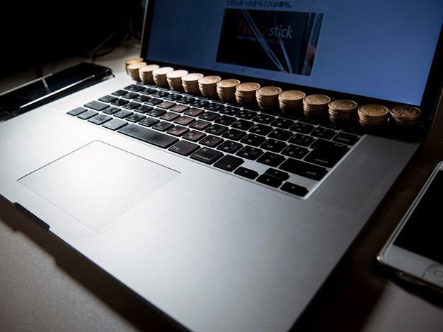 Японец охладил ноутбук с помощью монет