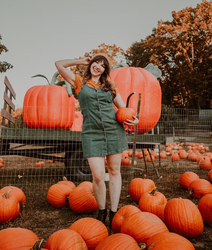 Pumpkin picking outfit — Denim dress — Pumpkin picking outfit ideas —  cute Pumpkin picking outfits — Pumpkin farm outfits