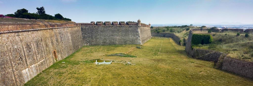 Foso Castillo de San Fernando