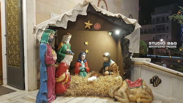 Ξεχωρίζει ο στολισμός στον Καθεδρικό Ιερό Ναό Αγίου Πέτρου στο Άργος