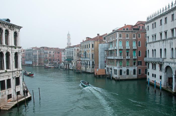 Vu du grand canal au petit matin légèrement brumeux