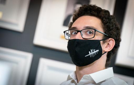 Visage masqué, crise sanitaire oblige, Fabiano Caruana a sauvé sa première journée de blitz bien mal engagée - Photo © Grand Chess Tour