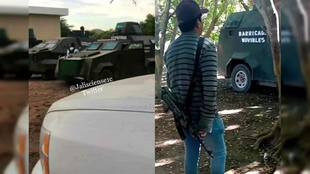 """Camiones monstruos pesaos de Cárteles Unidos, ahora están siendo utilizados como """"Barricadas Movibles"""" en Michoacán"""