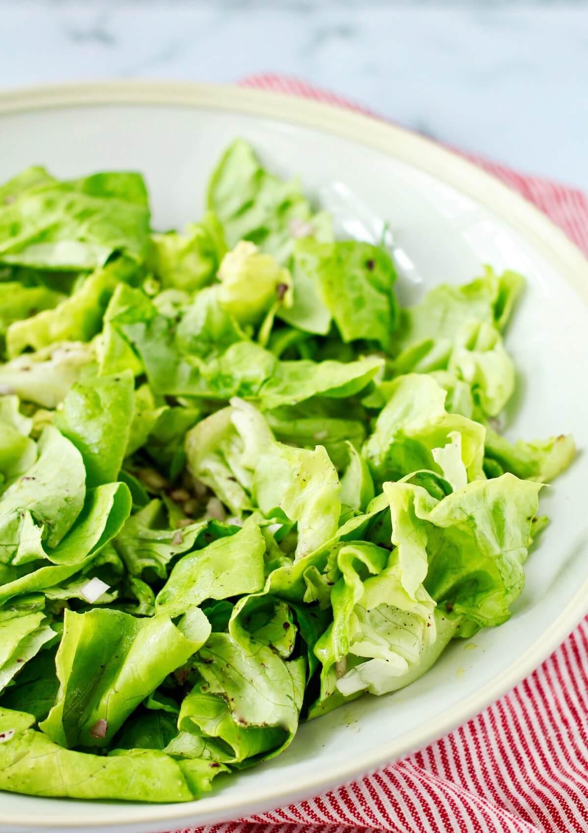 Salade Niçoise lettuce