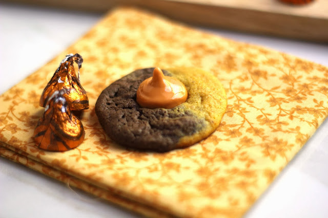 halloween+kiss+cookie2 - Pumpkin Chocolate Swirl Kiss Cookies