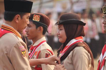 Presiden Jokowi Sematkan Anugerah Lencana Tingkat Nasional 2019 Kepada Anggota Racana UIN Walisongo Semarang