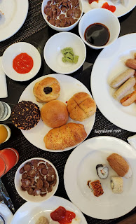 Breakfast di Mosaic Cafe and Resto