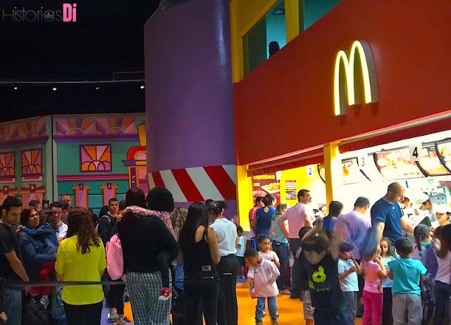 Mc Donald's, já com longas filas, às 13h
