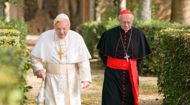 pope benedit aur cardinal bergoglio garden me walk kar rahein hai