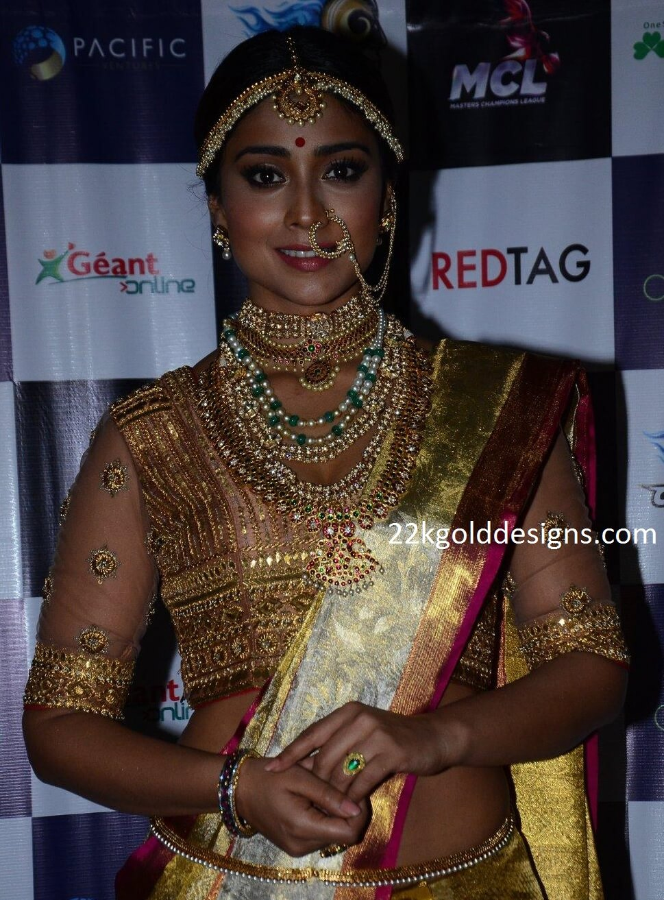 Bengali bridal gold jewellery - Shriya Saran In Bridal Jewellery