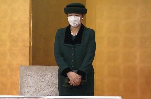 Empress Masako wore a green wool blazer with black collar, and skirt suit, pearls earrings and necklace. pearl brooch