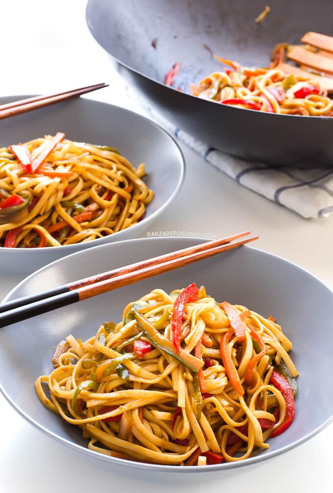 Vegan noodles with vegetables