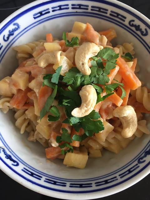 One-Pot-Pasta, Rezept glutenfrei & vegan, Minimalismus: Zubereitung einfach + schnell, Healthy Food Style, Blog, Rezeptinspirationen für jeden Tag, gesund und lecker, Rezeptideen, schnelle Rezepte, entdecken, leicht