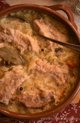 Żeberka zapiekane z kapustą – kuchnia podkarpacka