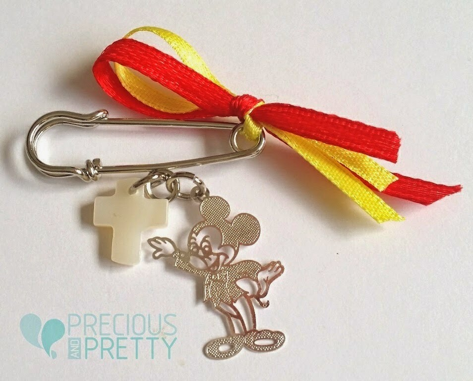 Micky Mouse charm witness safety pins M10