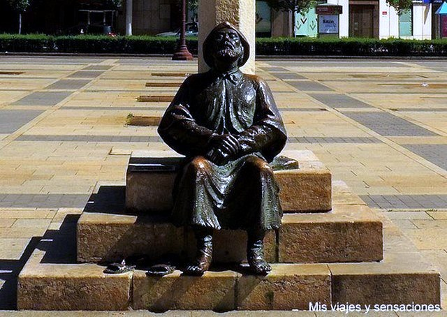 Estatua del peregrino en León