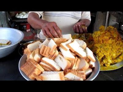 Indian Street Food - Chicken Bread Pakora - Street Food Kolkata