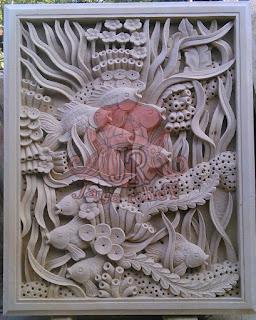 Relief motif ikan dan pemandangan bawah laut