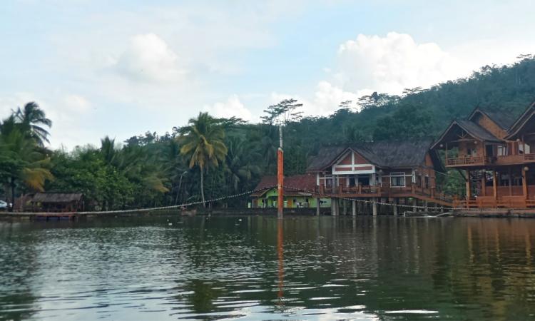 Danau Lemona, Tempat Wisata Kuliner Kekinian di Tasikmalaya