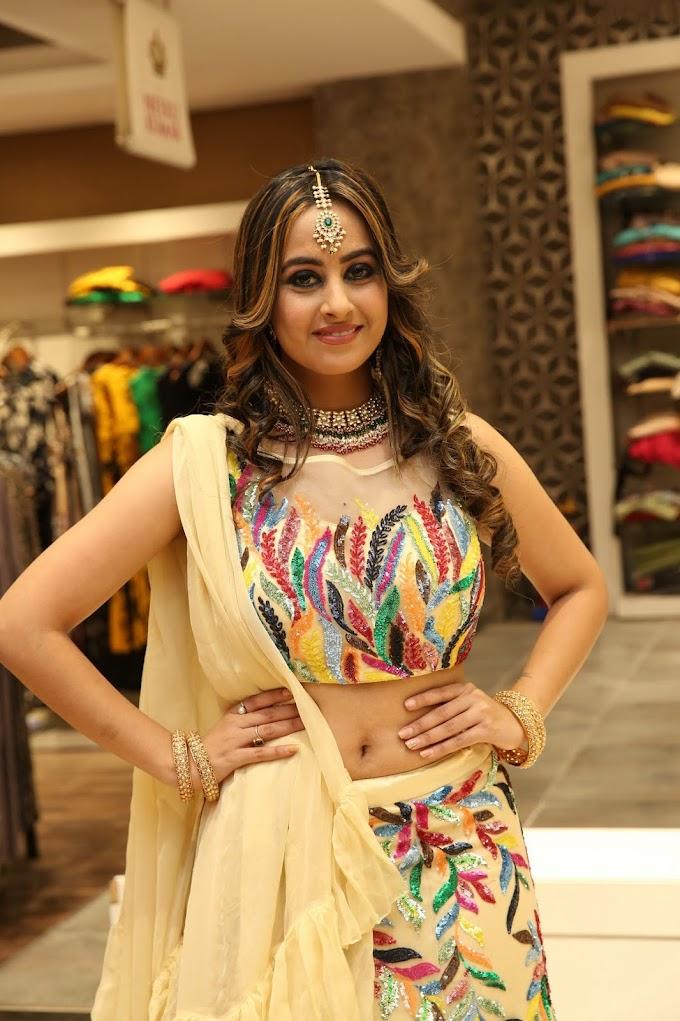 Ameeksha's Hot Deep Navel Curtain Raiser & Fashion Showcase - HD Gallery