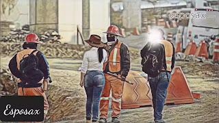 Mujer jeans ajustados trabajo