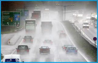 indonesia adalah negara tropis yang memiliki  Tips Aman Mengemudi Di Musim Hujan