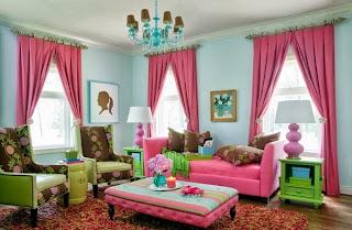 sala de colores llamativos