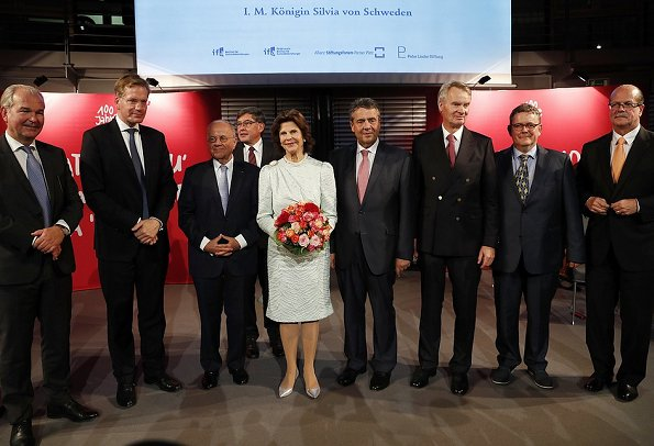 Queen Silviareceived the Theodor Wanner Award at the Allianz Forum in Berlin. Minister Sigmar Gabriel and Ronald Graetz