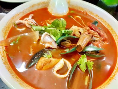 Gambar Dinner Tomyam Seafood Sedap Secukup Rasa