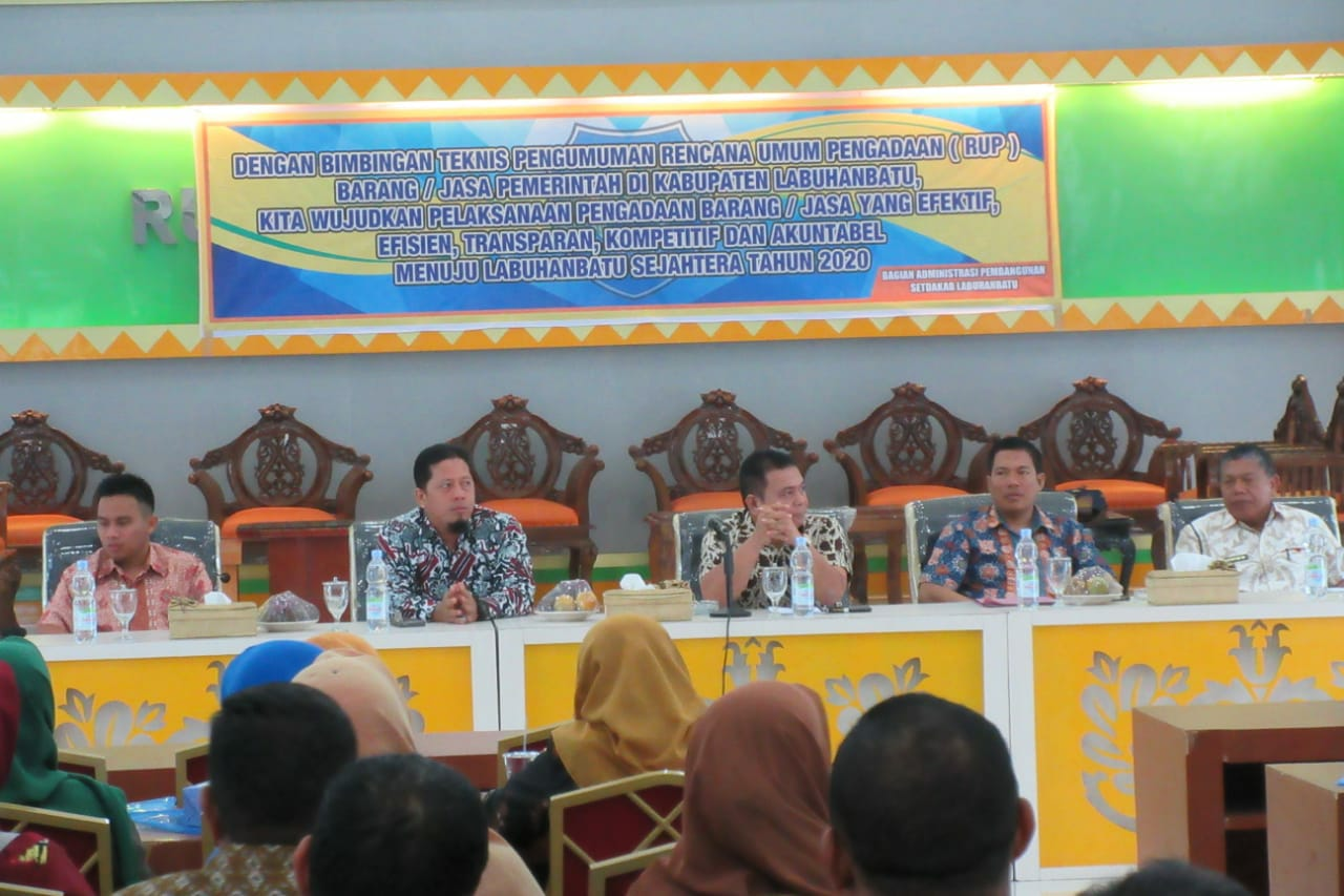 Asisten Ekbang dan Kesra  membuka acara Bimtek Rencana Umum Pengadaan (RUP) barang/jasa.