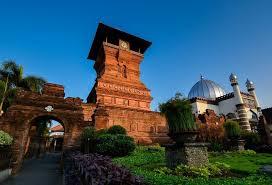 masjid dgn menara terunik candi stupa
