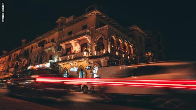 بين الفيزبا والأتوبيس في مصر.. هكذا يتنقل سكان القاهرة بشوارعها المزدحمة